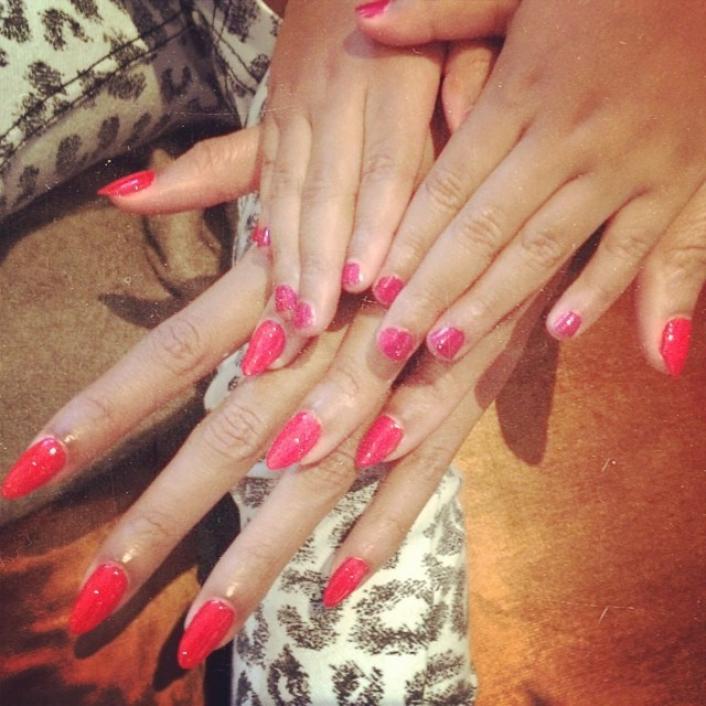 Как звезды красят ногти